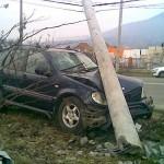Un bărbat a adormit la volan și a intrat cu mașina în stâlp pe DN 74 între Zlatna și Abrud