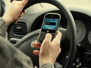 vorbit-telefon-mobil-accident-salciua