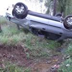 O femeie a fost rănită după ce mașina în care se afla s-a răsturnat la Gura Roșiei