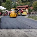 În numai o lună, la Ciuruleasa au fost asfaltaţi 4 kilometri din Drumul Comunal Buninginea-Gheduleşti