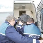 Tineri reținuți de polițiștii din Baia de Arieș după ce au bătut 3 oameni și au provocat pagube în două baruri