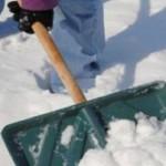 """Duminică, la Abrud, zăpada s-a curăţit în oraş în sistemul """"na-ţi-o ţie,dă-mi-o mie!"""""""
