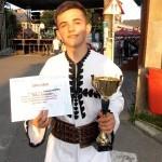 """Zilele orașului Abrud 2015: Emanuel Teoc câștigătorul marelui premiu al festivalului de muzica populară """"Inimi fierbinți în țara de piatră"""""""