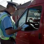 Dosar penal pentru un șofer din Roșia Montană după ce a fost prins conducând o autoutilitară cu numere false pe DJ 107C