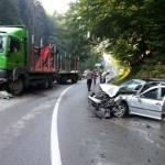 Femeie de 31 de ani din Abrud rănită după ce s-a izbit cu mașina de un camion, pe Dealu Mare
