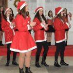 """""""Dansul Crăciuniţelor"""", la Liceul """"HCC"""" Abrud"""