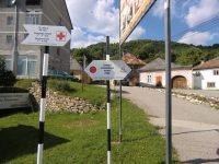 """Inițiatorii proiectului """"Trai cu Rost"""" au finalizat marcarea primului traseului turistic. Acesta leagă centrul Comunei Roșia Montană de patru din cele opt tăuri din zonă"""