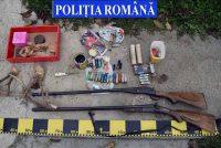 Arme şi muniţie deţinute ilegal, ridicate de poliţişti, în urma unor percheziţii domiciliare care au avut loc ieri, pe raza comunei Bulzeștii de Sus