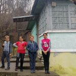 Cei patru copii din Abrud, rămași în vară fără mamă ca urmare a unui accident rutier, au primit o locuință cumpărată din donații