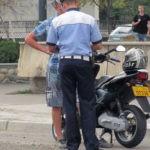Tânăr de 18 ani din Roșia Montană surprins de polițiștii din Abrud în timp ce conducea pe DN 74, fără permis, un moped neînmatriculat