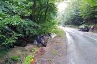 Un autoturism s-a răsturnat în valea Abrudelului,  în urma unui accident rutier petrecut pe Dealul Mare