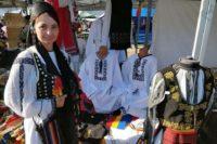 Un meșter popular din Abrud vinde cu succes ia românească atât în țară cât și în străinătate