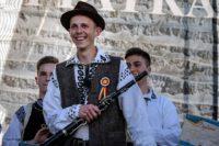 """Taragotistul Tudor Vârciu este câștigătorul din acest an al Festivalului – Concurs Național de Folclor """"Inimi fierbinți în Țara de Piatră"""", de la Abrud"""